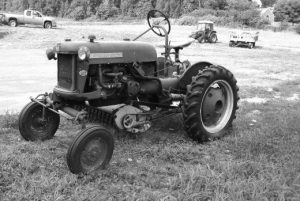 Wojcik Farm Tractor (Black/White)